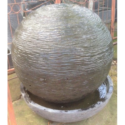 Fontaine indonésienne artisanale en Petite Sphère